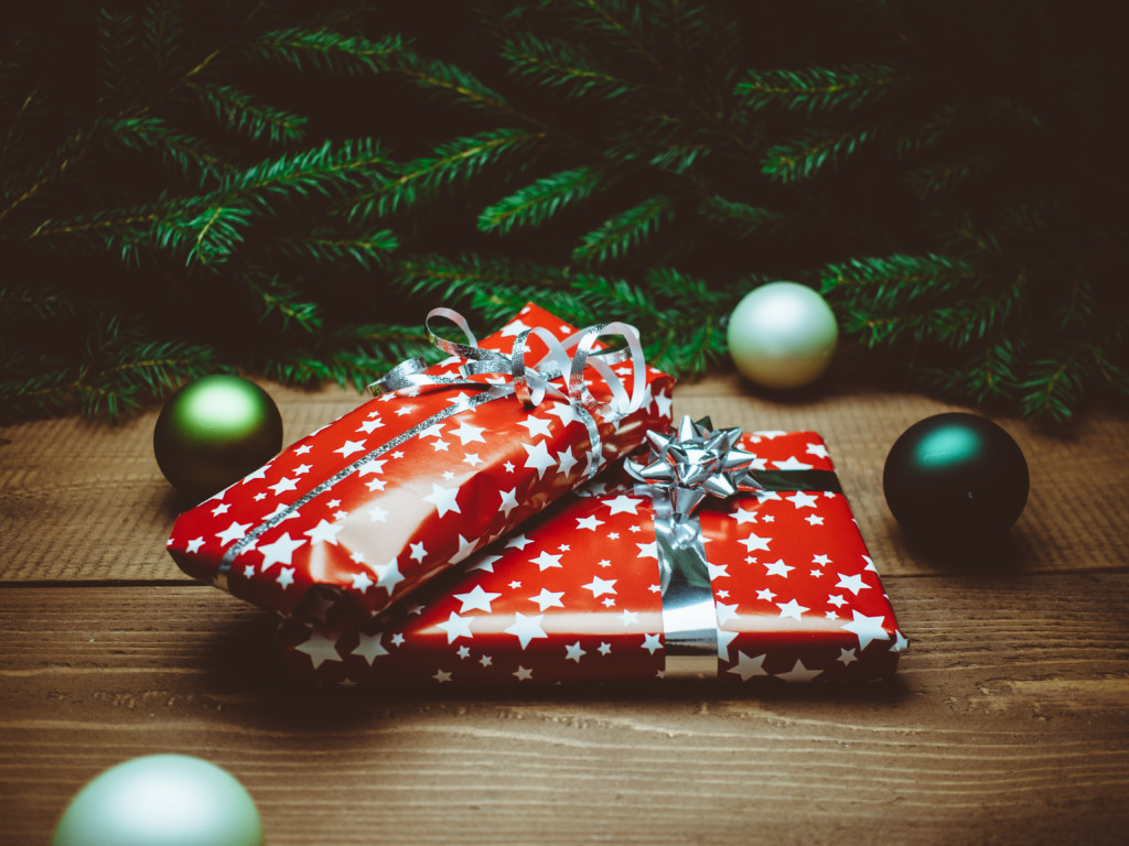 This Christmas I Won\'t Compete: The Three Gift Rule
