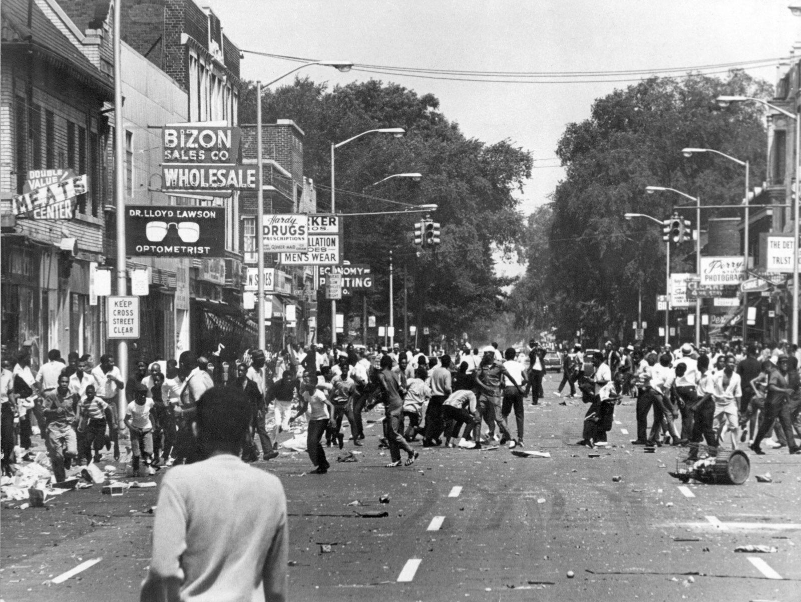 People Looting in Detroit